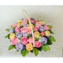 БУ 3 Корзина из бумажных цветов с конфетами