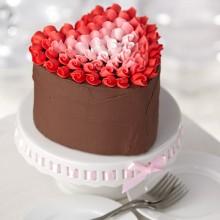 Торт в виде сердца на день святого Валентина