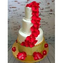 Торт белый с элегантными красными цветами