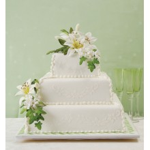 Белый многоярусный торт с калами на свадьбу