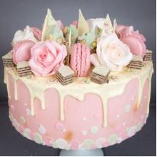РМ 03 Нежный аппетитный торт м макарунами и живыми цветами