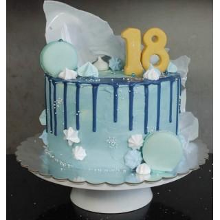 Нежный торт на 18 лет