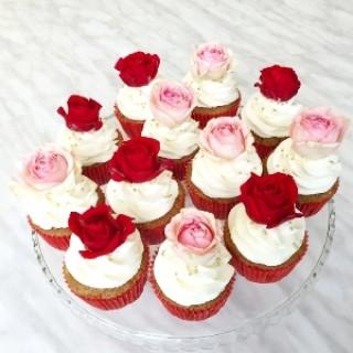 Капкейки с шикарными розами на 8-ое марта