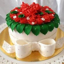 Торт с красными цветами для женщин