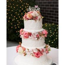 Свадебный торт в классическом стиле с цветами