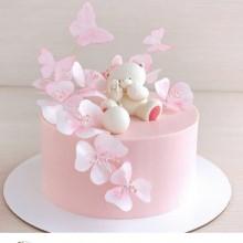 Торт нежно-розовый с мишкой