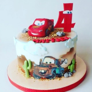 Торт на 4 года Макуин и Мэтр