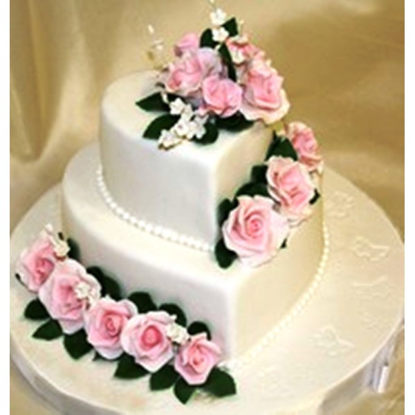Торт в форме сердца свадебный