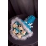 БИ16 Букет из мягких игрушек в голубой обертке с голубым бантиком