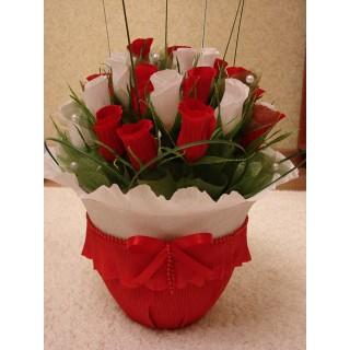 букет из конфет красно белые тюльпаны