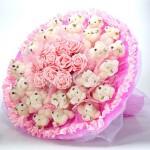 БИ 15 Букет из нежно-розовых мишек и искусственных цыетов