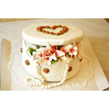 РМ 047 Торт белая шкатулка и лилии